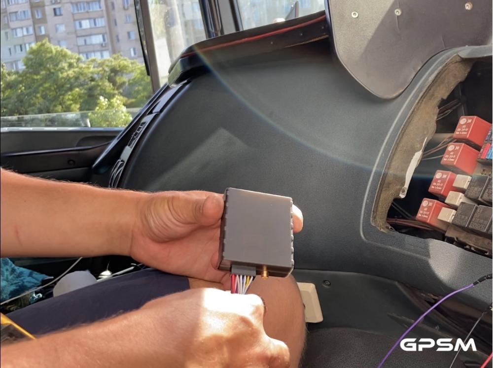 Установка датчика уровня топлива на грузовой автомобиль DAF XF 95 380 изображение 3