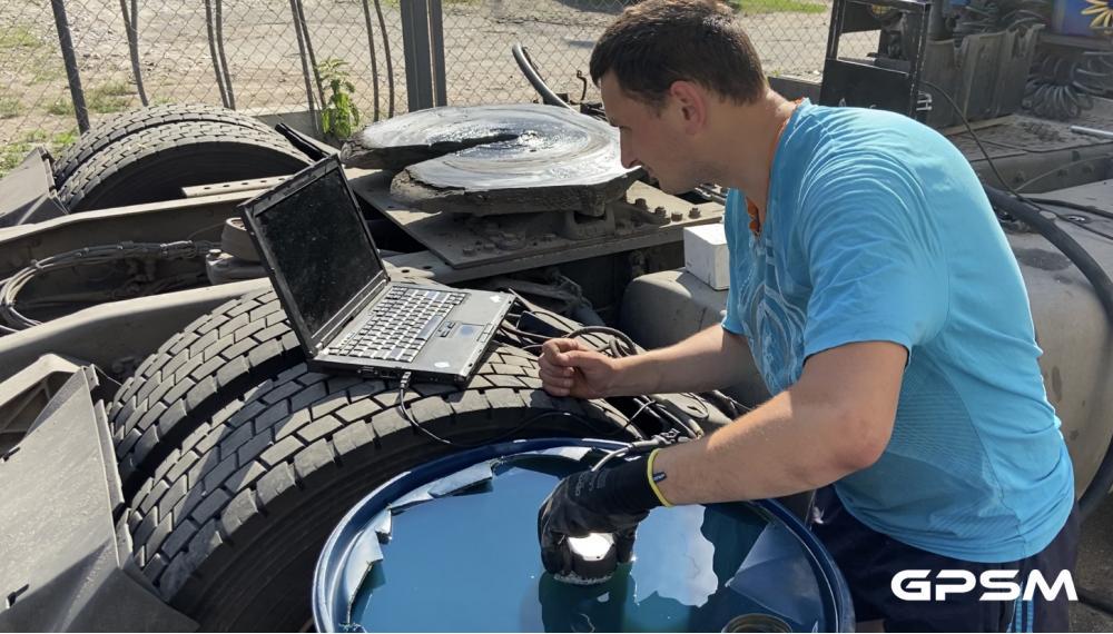 Установка датчика уровня топлива на грузовой автомобиль DAF XF 95 380 изображение 6