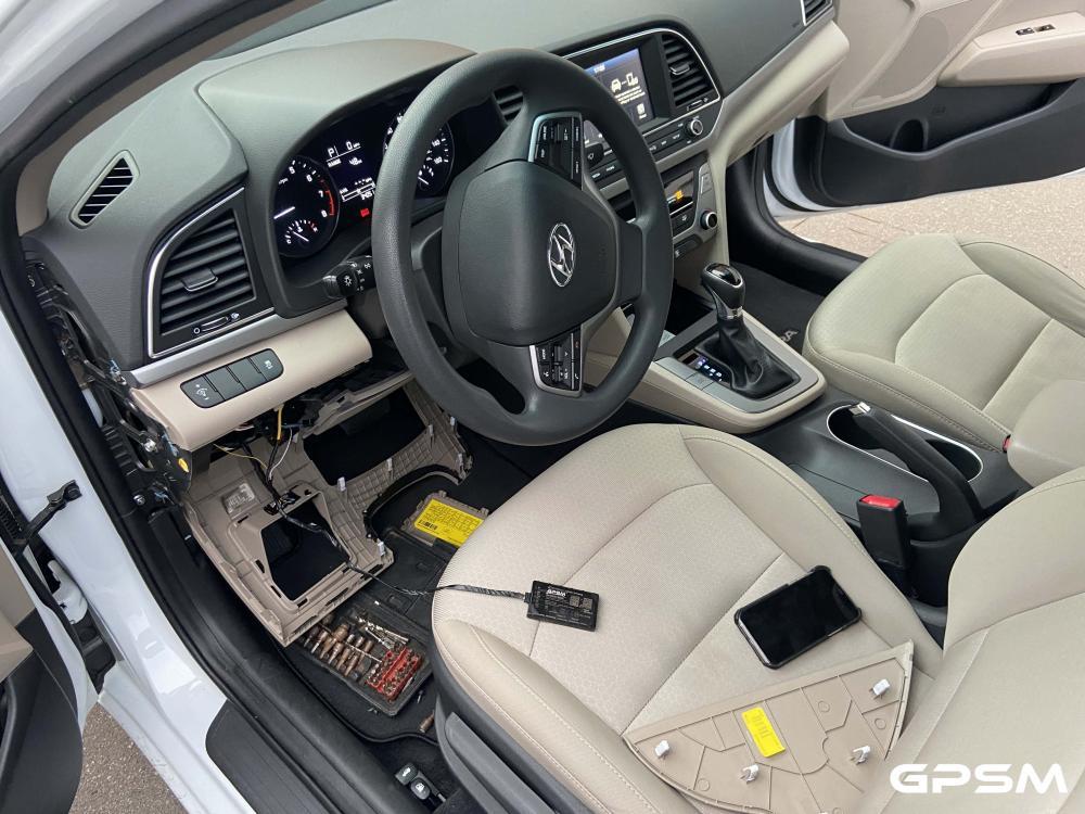 Установка GPS трекера с функцией блокировки двигателя автомобиля Hyundai Elantra изображение 2