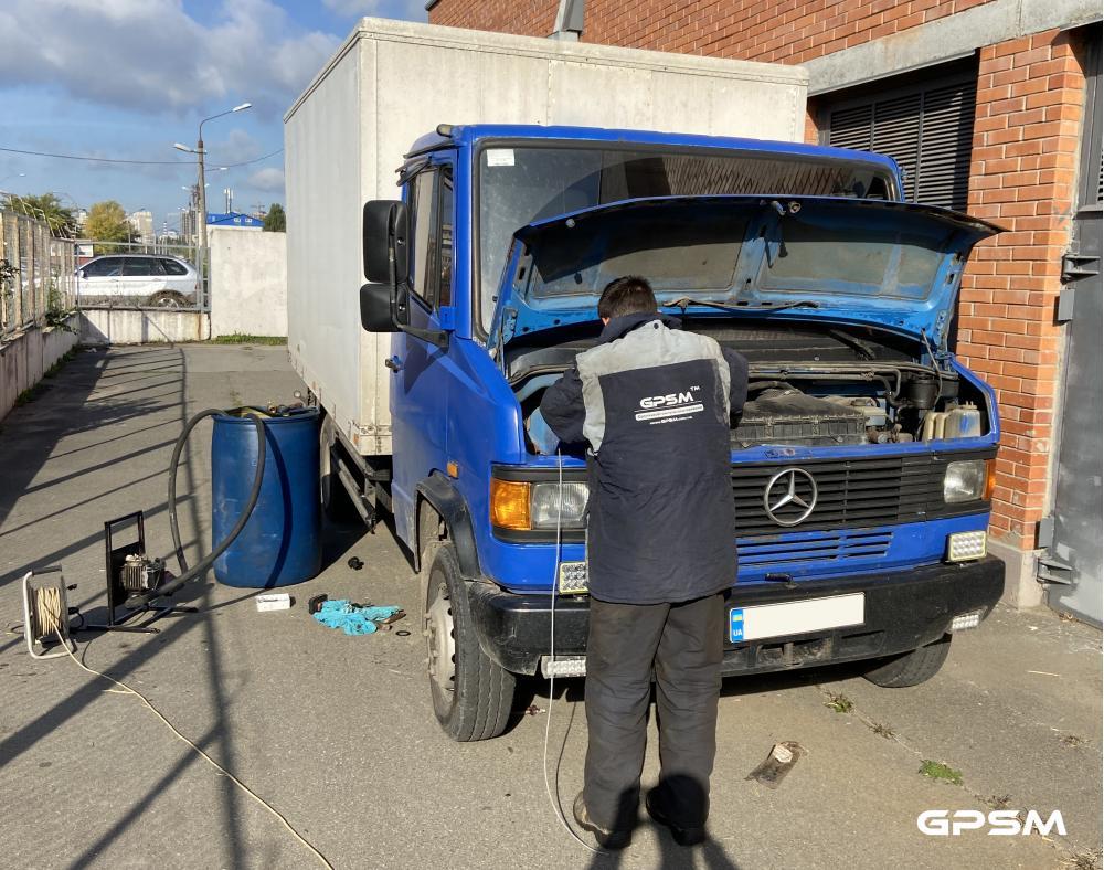 Система слежения и контроля топлива для грузового фургона Mercedes-Benz изображение 2