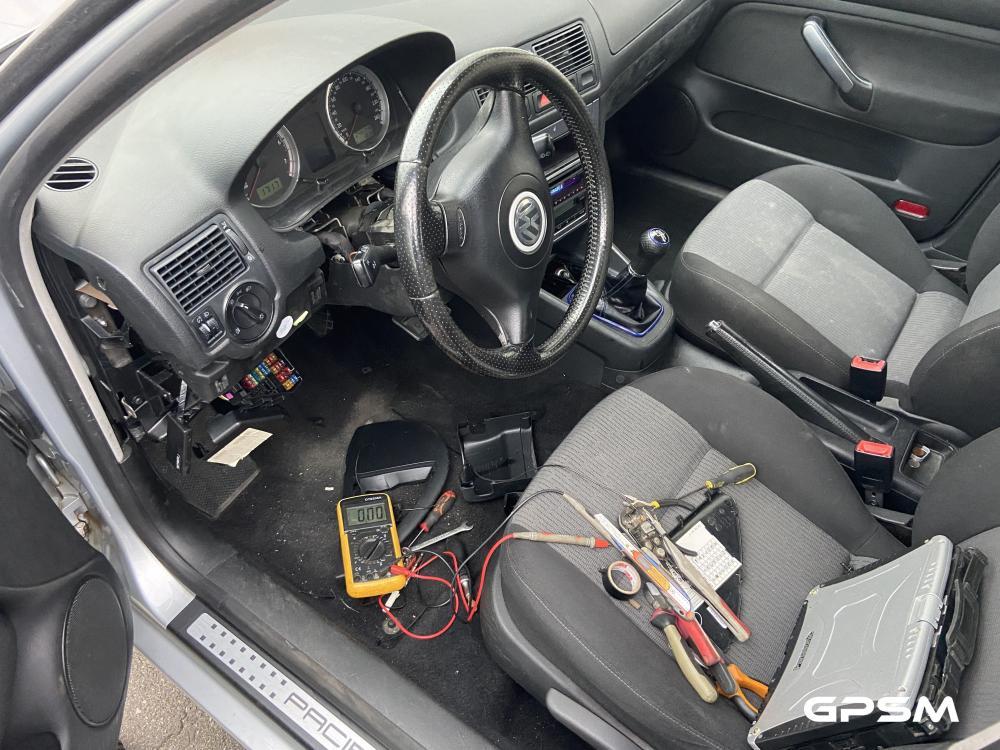 Установка GPS трекера на автомобиль VW Golf изображение 2