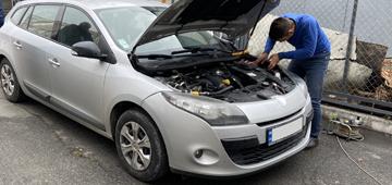 Установка GPS трекера с дистанционной блокировкой двигателя на Renault Megane
