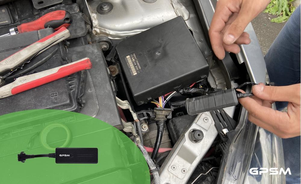 Установка GPS трекера с дистанционной блокировкой двигателя на Renault Megane изображение 3