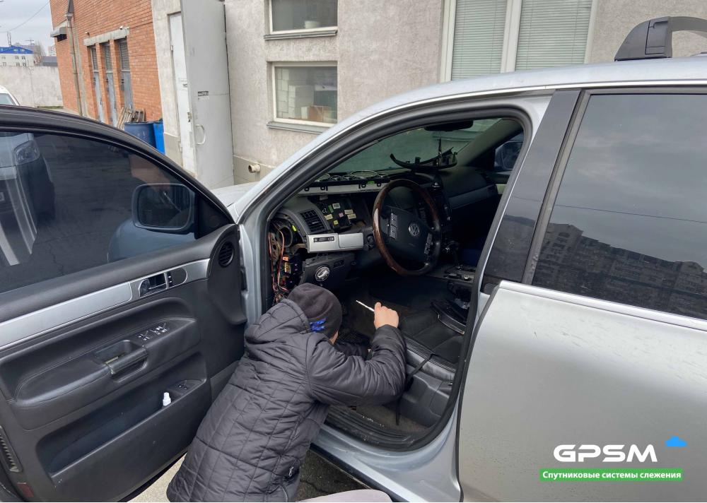 Установка GPS трекера на Volkswagen Touareg изображение 3