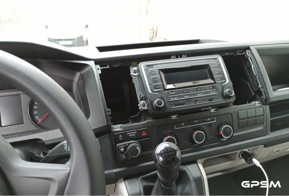 Монтаж GPS терминала на автомобиль Volkswagen Caravelle изображение 2